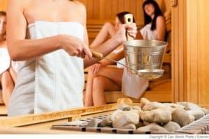 Aufguss in der Sauna 2