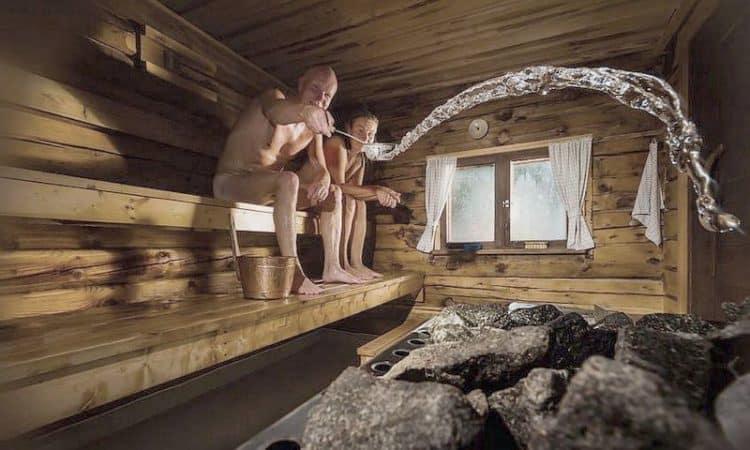 Mit einem Saunaaufguss macht das Saunieren gleich noch mehr Spaß
