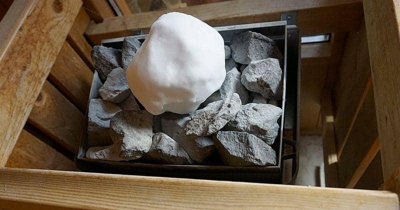 Schneeballaufguss in der Sauna